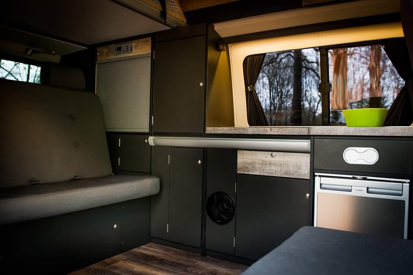 bs camperwerk ausbau jeglicher fahrzeuge zum wohnmobil. Black Bedroom Furniture Sets. Home Design Ideas