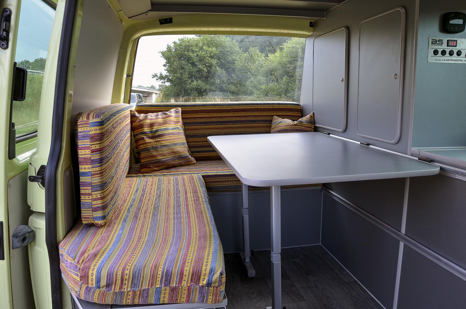 galerie vw t5 basic ausbau mit l sitzgruppe und hochdach. Black Bedroom Furniture Sets. Home Design Ideas